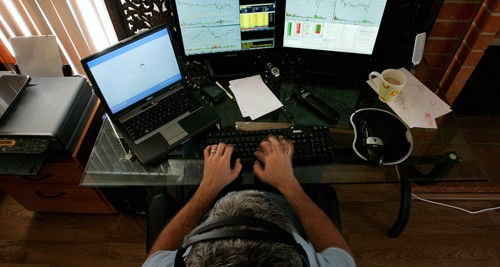 Le trader particulier ne compte pas ses heures et enchaine les journées de cotation sur les différentes places de marchés mondiales.